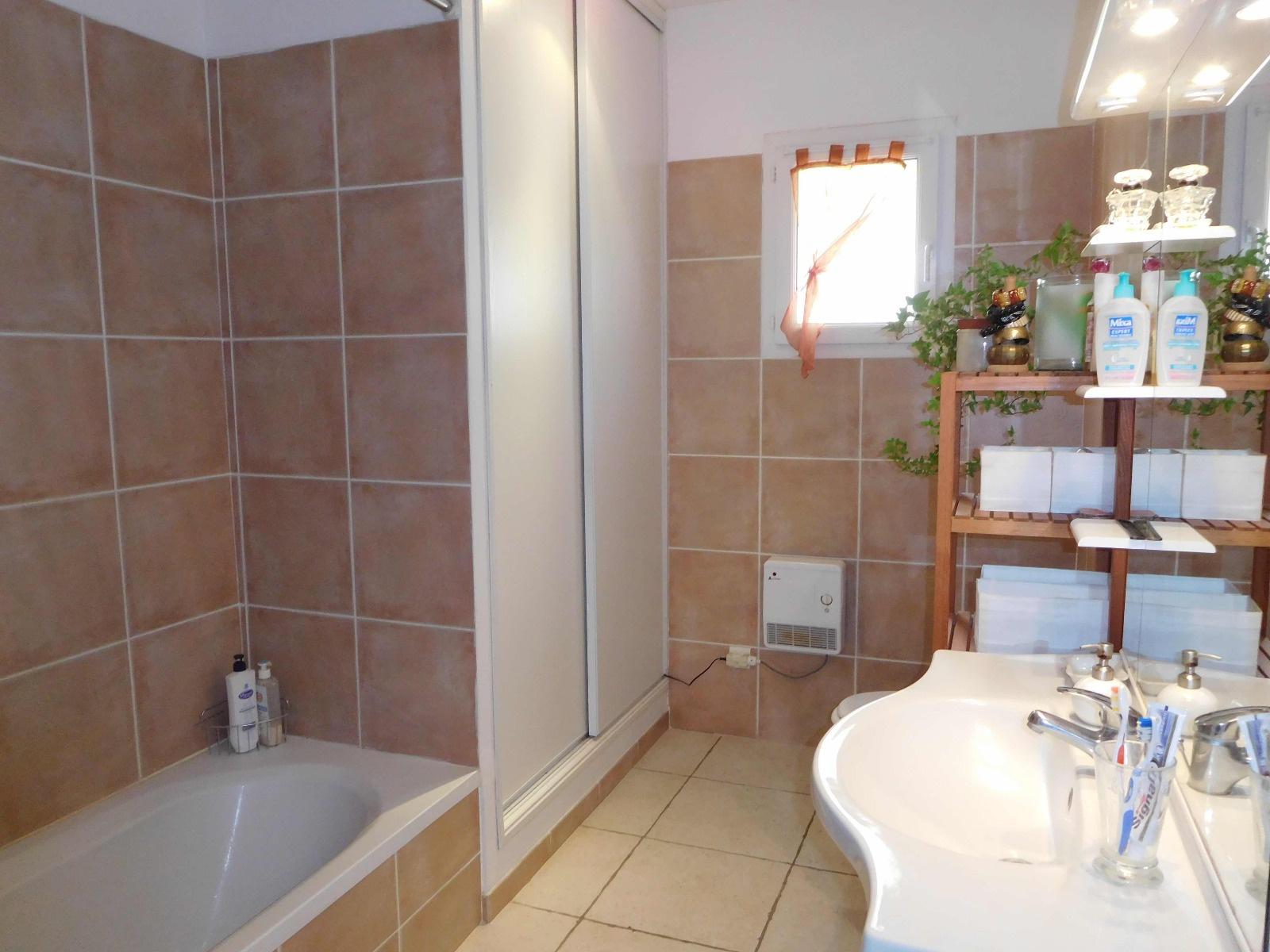 Astonishing For Sale Luberon Spacious Recent House 8 Rooms Castellet Download Free Architecture Designs Griteanizatbritishbridgeorg